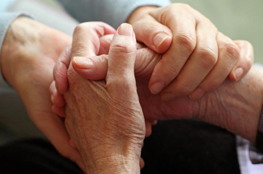 devrait couples prier ensemble tout en fréquentant